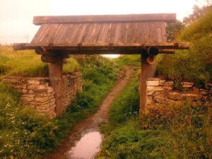 Ворота в Изборское городище