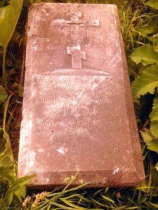 Старинная надгробная плита в Истобенске