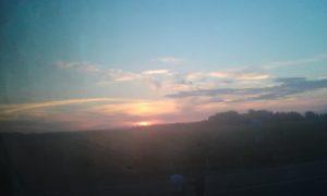 Вечернее небо со второго этажа автобуса