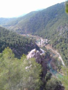 Вид с площадки рядом с пещерой