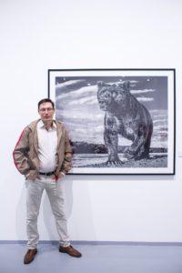 Фотография Дэвида Ярроу с медведем