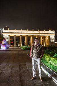 На фоне Парка Горького
