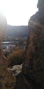 Вид на чернореченскую долину сквозь проём в пещере