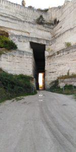 Проезд в скале